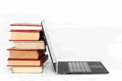 books-with-laptop_144627-20292